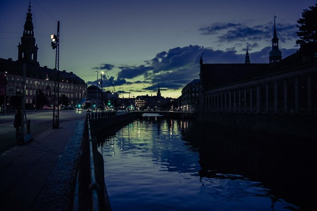 Guidet canal light tours